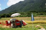 稲刈りの機械