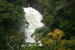 増水した雷神滝
